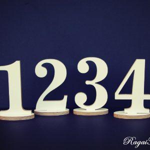 Baltos spalvos stalo numeriai